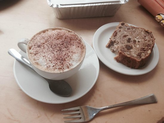 Woodruffs Organic cafe: Cappuccino and Banana loaf