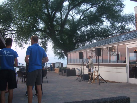 West Bay Beach, a Holiday Inn Resort: nightl free live music on the beach-front patio