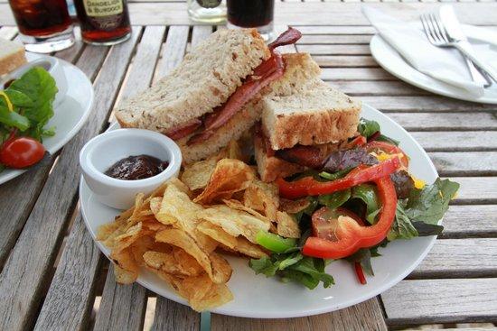 Byland Abbey Inn: Bacon buttie lunch