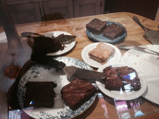 Woodruffs Organic cafe: Great cake selection - chic and almond cake, orange and chilli brownie....