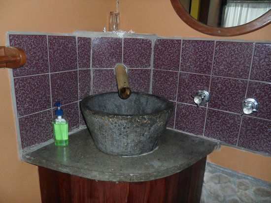 duPlooy's Jungle Lodge: one of the sinks in the Macal Suite