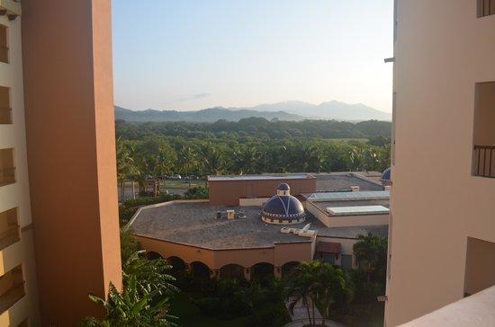 Villa Del Palmar Flamingos Beach Resort & Spa Riviera Nayarit : View from our front door overlooking the spa