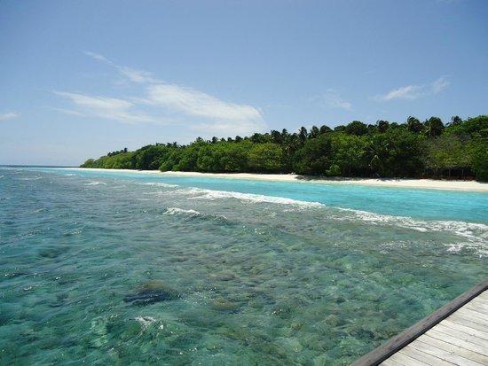 Royal Island Resort & Spa: view left side