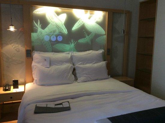 Le Méridien Hamburg: schlafzimmer