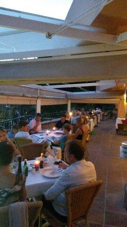 Ristorante Classico Club Nautico Santa Ponsa: Teratza por la noche