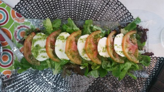 Restaurant Black & White: Caprese Salad
