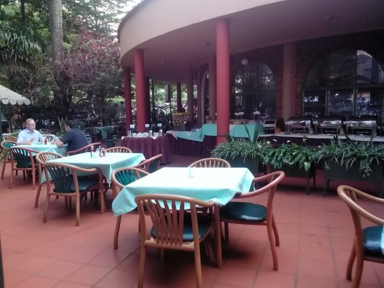 Speke Hotel: Breakfast Area / Pizzeria