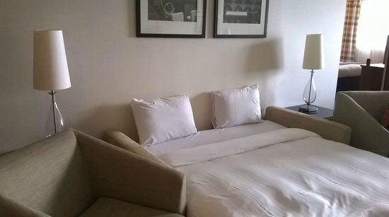 Riviera Marriott Hotel La Porte de Monaco : Ready Made-Up Kids Sofa Bed