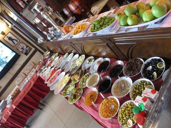Hotel Agan : Завтрак