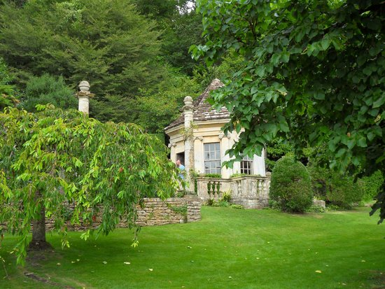 Iford Manor: The Peto Garden: Grounds