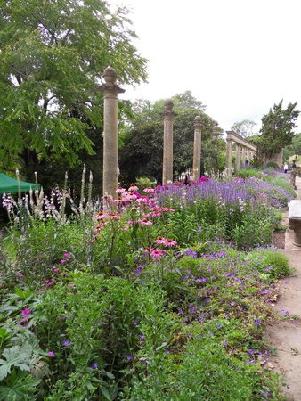 Wonderful Iford Manor: The Peto Garden: Pretty Gardens