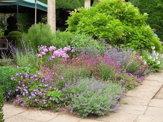 Iford Manor: The Peto Garden: Pretty Gardens