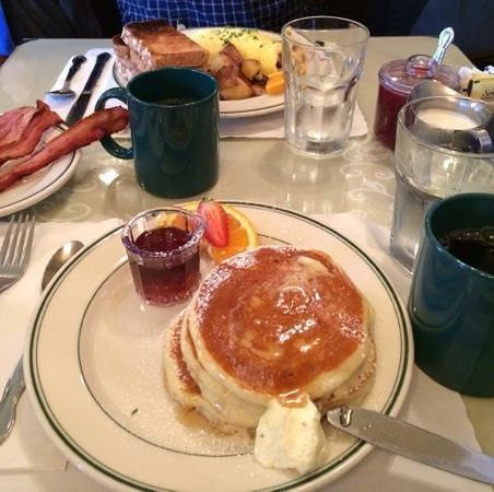 Mama's on Washington Square: Buttermilk pancakes