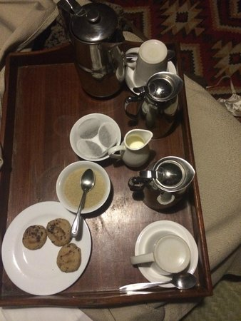Nairobi Tented Camp: wake up tea at 5 am