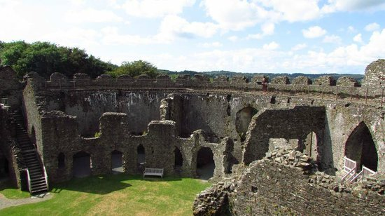 Restormel Castle: The layout of the rooms is easy to see from the walkway round the walls
