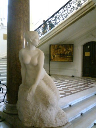 National Art Gallery: Entrance of the museum