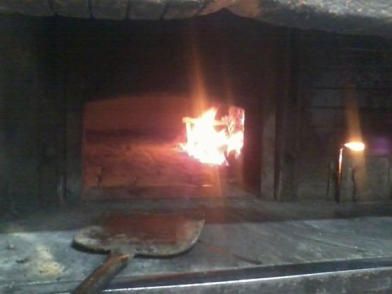 Panetteria-Pizzeria Franco: The wood fired pizza oven!