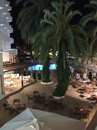 Hotel Tres Torres: View form the room at night