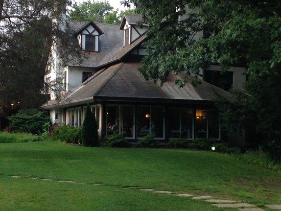 HawksHead Restaurant: Lovely inn in the woods