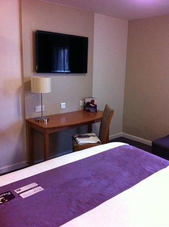 Premier Inn Leeds City Centre Hotel : nice room