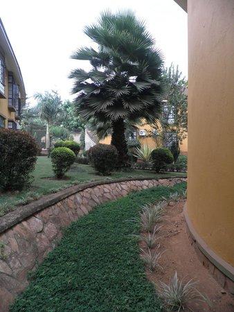 Silver Springs Hotel: Walkway
