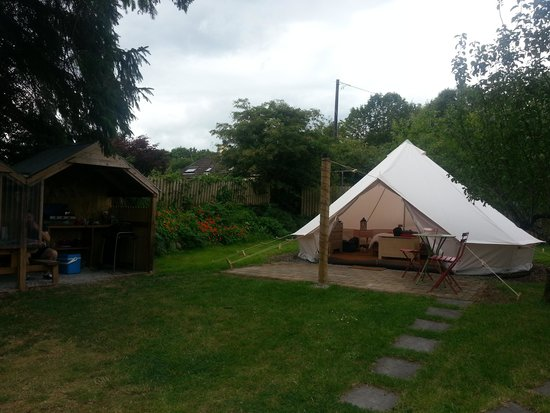 Killarney Glamping at Grove: Our tent and BBQ/kitchen area