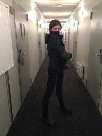 Stracta Hotel Hella: dark narrow corridors
