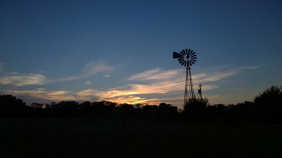 BlissWood Bed and Breakfast Ranch: Sunset