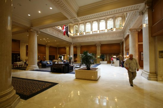 The Omni King Edward Hotel: Lobby