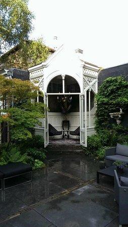 Canal House: Lovely gazebo in the garden