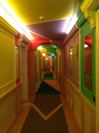 Byblos Art Hotel Villa Amista : corridoio camere