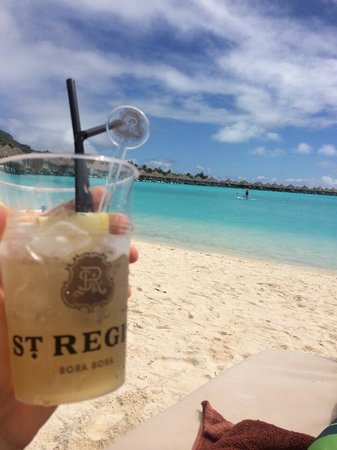 The St. Regis Bora Bora Resort : Drinks on the beach