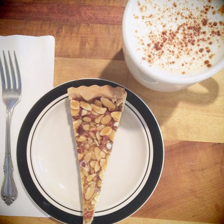 Rockfish Bakery : Salted nut tart and chai tea.