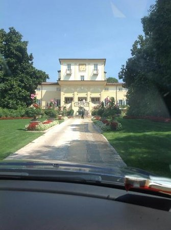 Byblos Art Hotel Villa Amista : ingresso alla villa