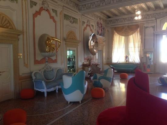 Byblos Art Hotel Villa Amista : salotti