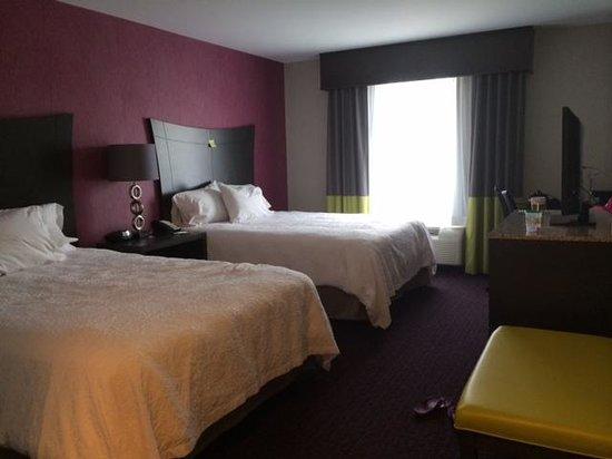 Hampton Inn & Suites Buffalo Airport: 2 Queen Bed Room