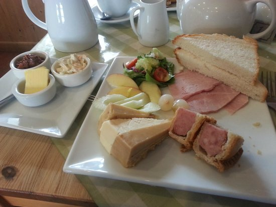 Spring House Farm Shop : The amazing Ploughmans Special