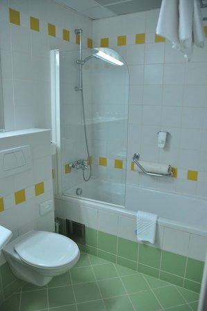 Valamar Argosy Hotel: bathroom