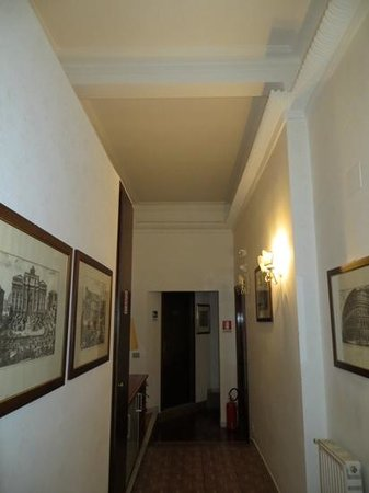 Hotel il Papavero: Hallway
