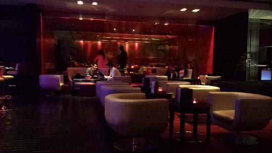 Park Plaza Riverbank London: bar/lounge