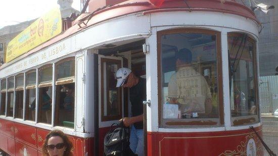 Yellow Bus Tours Lisbon : E os vermelhos...