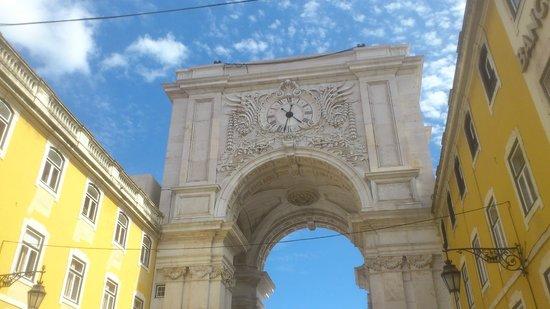 Yellow Bus Tours Lisbon : Arco do Triunfo