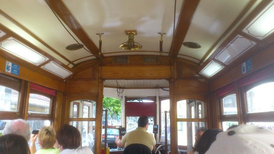 Yellow Bus Tours Lisbon : Lindo por dentro