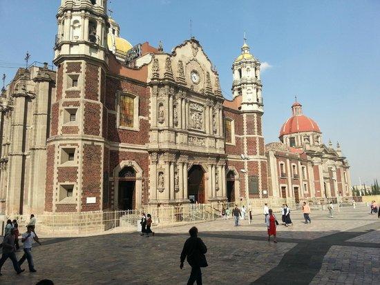 Basilica Lady of Guadalupe and Teotihuacan: Fachada da basílica antiga