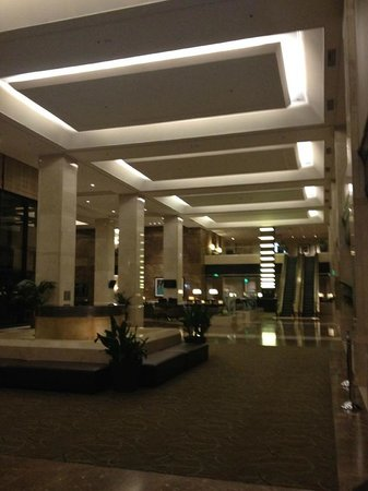The Westin Los Angeles Airport : The hotel lobby