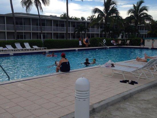 Sunset Beach Inn: Poolside.