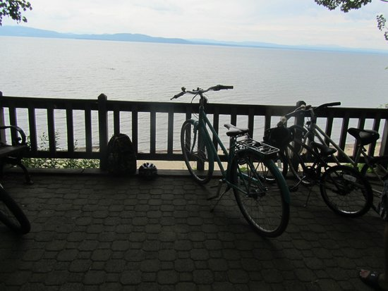 Burlington Bike Path : One of the points were you can relax and look out on the lake