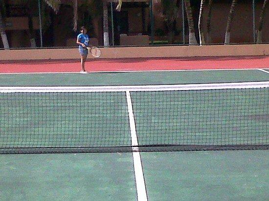 Hotel Reef Yucatan - All Inclusive & Convention Center : Canchas de tenis