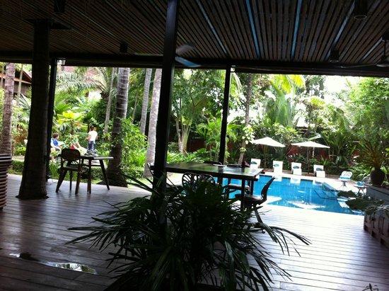 Maison Polanka : Restaurant et piscine