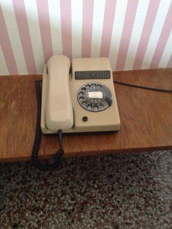 Grande Albergo Abruzzo: Telefono in camera.
